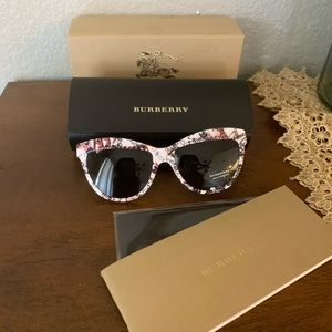 Burberry Accessories - Sale❗️New Burberry sunglasses 💞 limiter addition